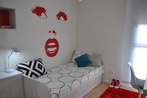 Vinilo decorativo de pared para habitación de adolescente