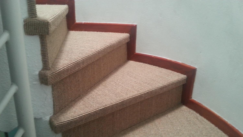 Moqueta para escaleras el toque definitivo entrecolores for Escaleras con alfombra