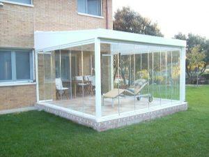 Cerramiento de terrazas con cortinas de cristal con techo