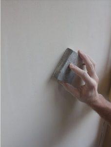 Preparación de pared para pintar en liso