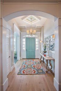 Cómo decorar un recibidor espacioso