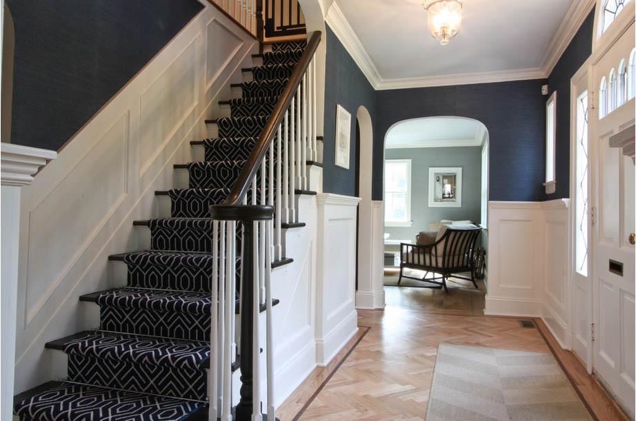 El asombroso poder decorativo de un friso de madera entrecolores - Zocalos para escaleras ...