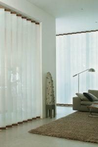 Cortinas verticales en decoración minimalista