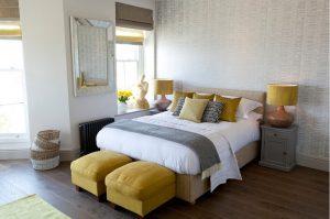 Papel Pintado con textura de tela de moiré en dormitorio principal