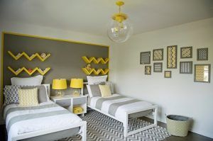 Decoración en gris y amarillo