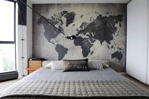 Dormitorio con fotomural de mapa mundi gris
