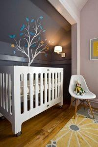 Habitación de bebé en gris con vinilo