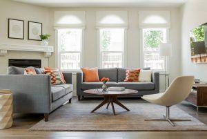 Salón con alfombra efecto seda en gris