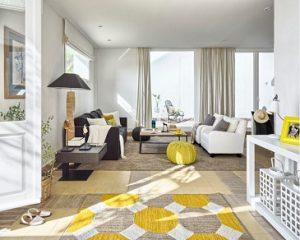 Combinar alfombras lisas y estampadas