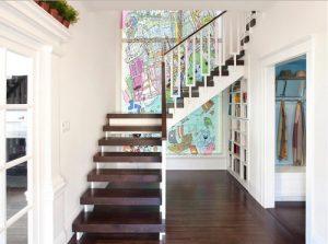 Escaleras con peldaños volados decorada con fotomural