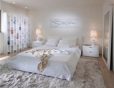 Alfombra Blanca De Pelo Largo En Dormitorio Entrecolores