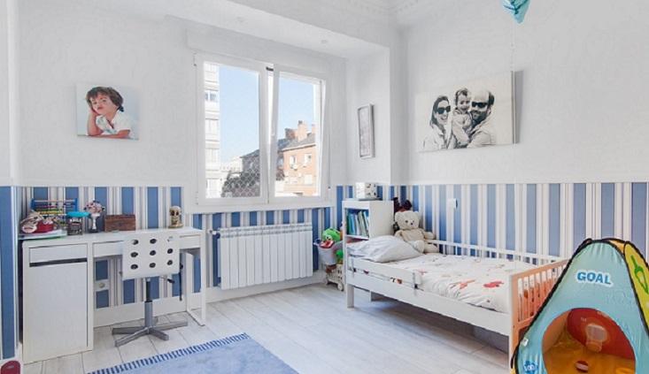 Vestir ventanas dormitorio dormitorio con cabecero de - Cortinas infantiles barcelona ...