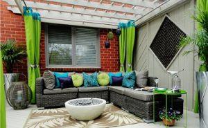 Cortinas para terrazas colgadas en barra con ollados