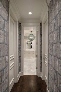 Papel pintado para pasillos llenos de puertas
