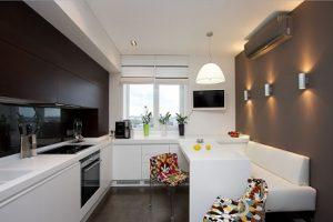 Vestir ventanas de cocina con estores plegables con toppings