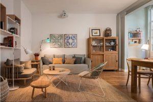 Alfombra de fibra natural en salón de estilo escandinavo