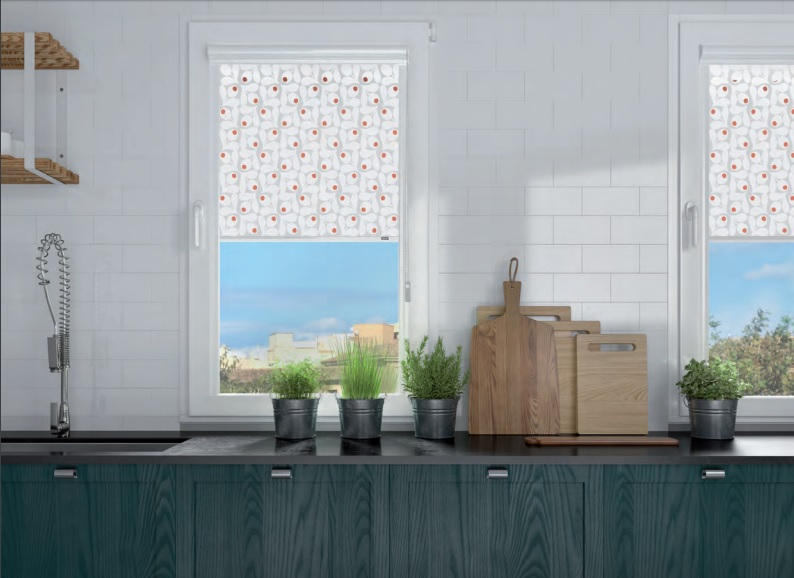 El stor glass un estor enrollable pegado al marco de la - Estor con cortina ...