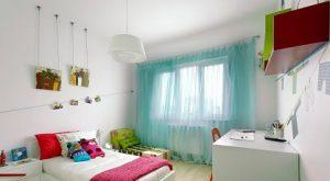 Visillos turquesa en habitación de niños