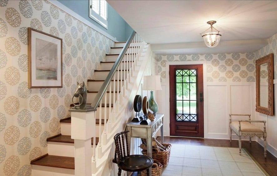 Escaleras con papel pintado