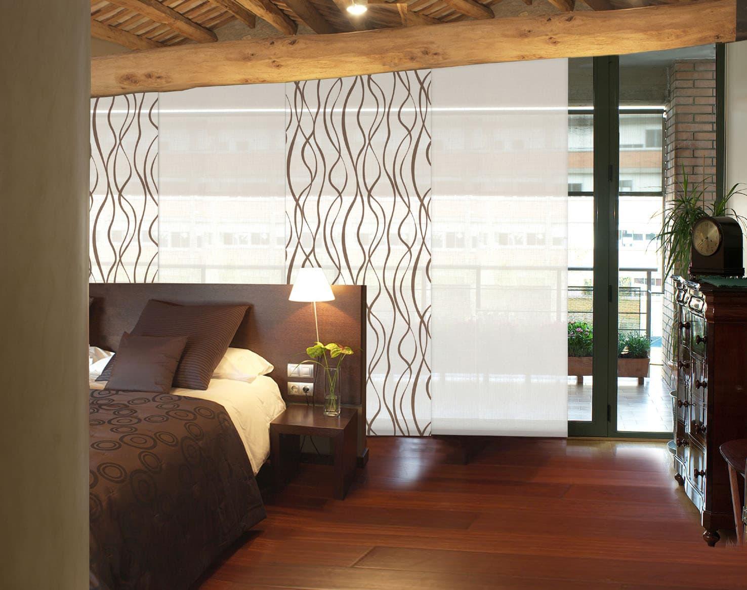 Paneles japoneses en dormitorio