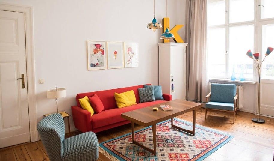 Muebles vintage en salón pequeño